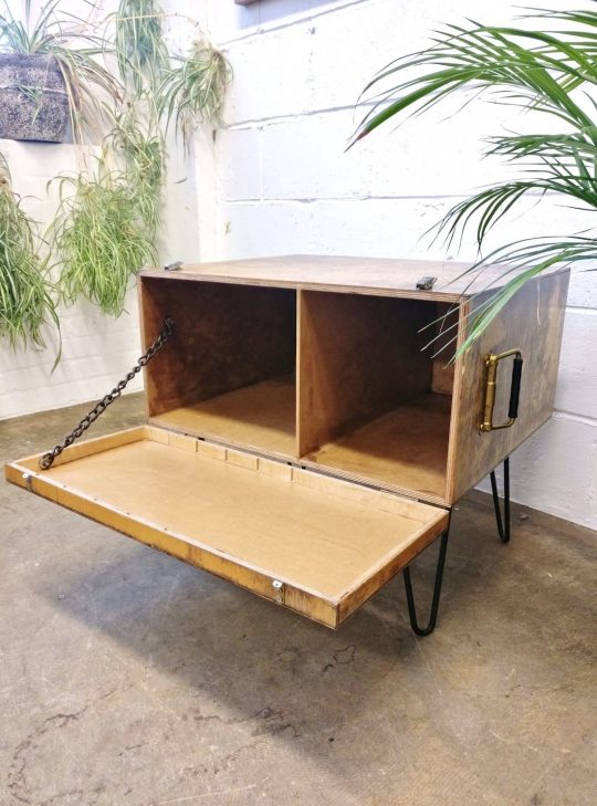 STORAGE TABLE WITH HAIR PIN LEGS